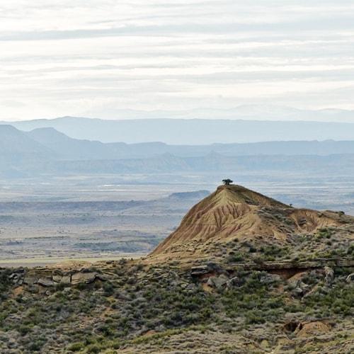 Randonnée en autonomie dans le désert des Bardenas en Espagne.
