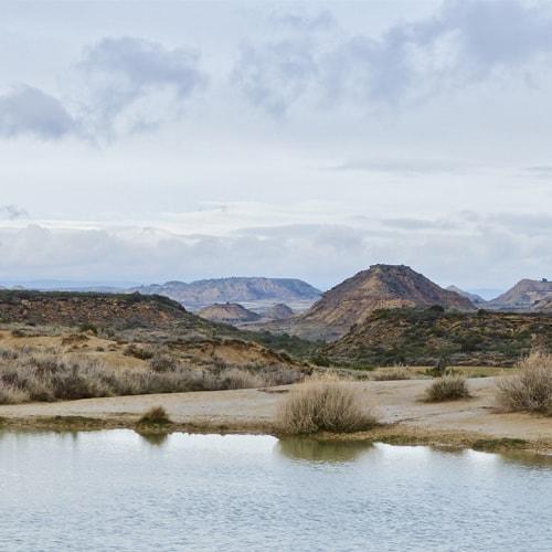 Randonnée en liberté dans le désert des Bardenas en Espagne.