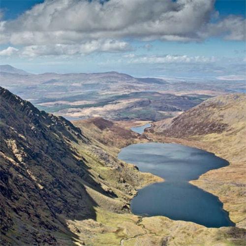 Randonnée en autonomie dans les montagnes du Kerry en Irlande.