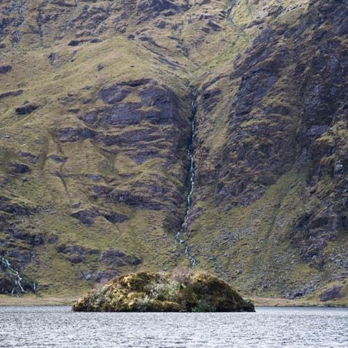 Randonnée en liberté dans les montagnes du Kerry en Irlande.